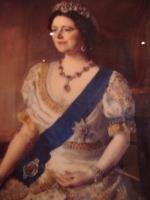 Queen_Mary_2_portrait.JPG